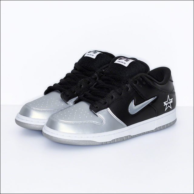 Supreme® Nike SB Dunk Low